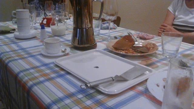 familia, mesa y mantel